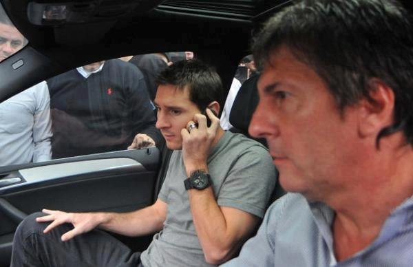 Lionel Messi and his father and agent, Jorge Horacio Messi, in the car