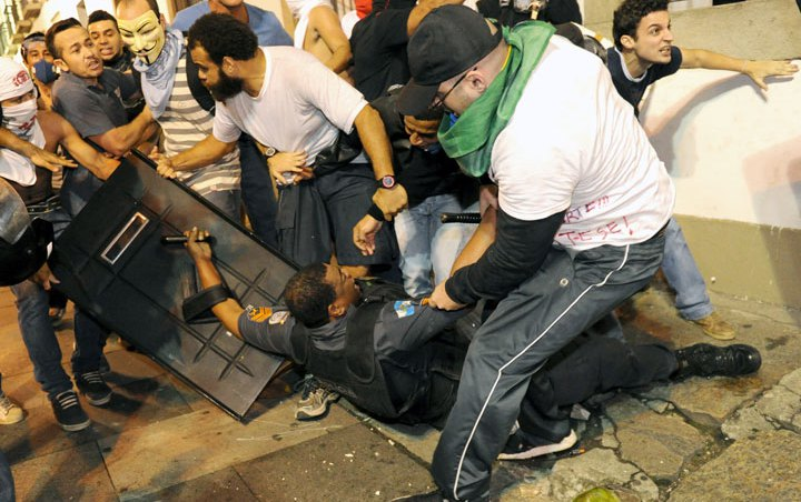 People run over police forces, in protests across Brazil