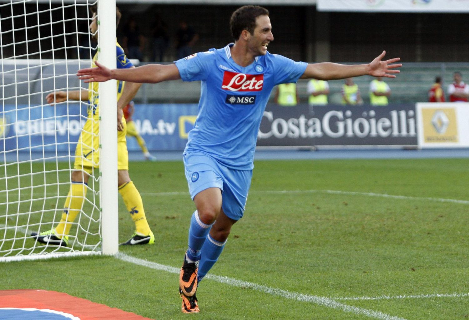 Gonzalo Higuaín, Napoli new jersey for 2013-2014