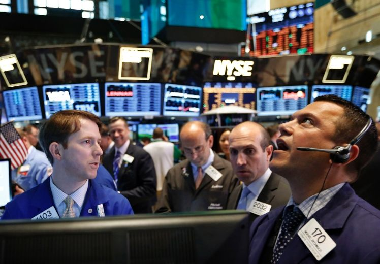 Investors and brookers about to panic in stock markets