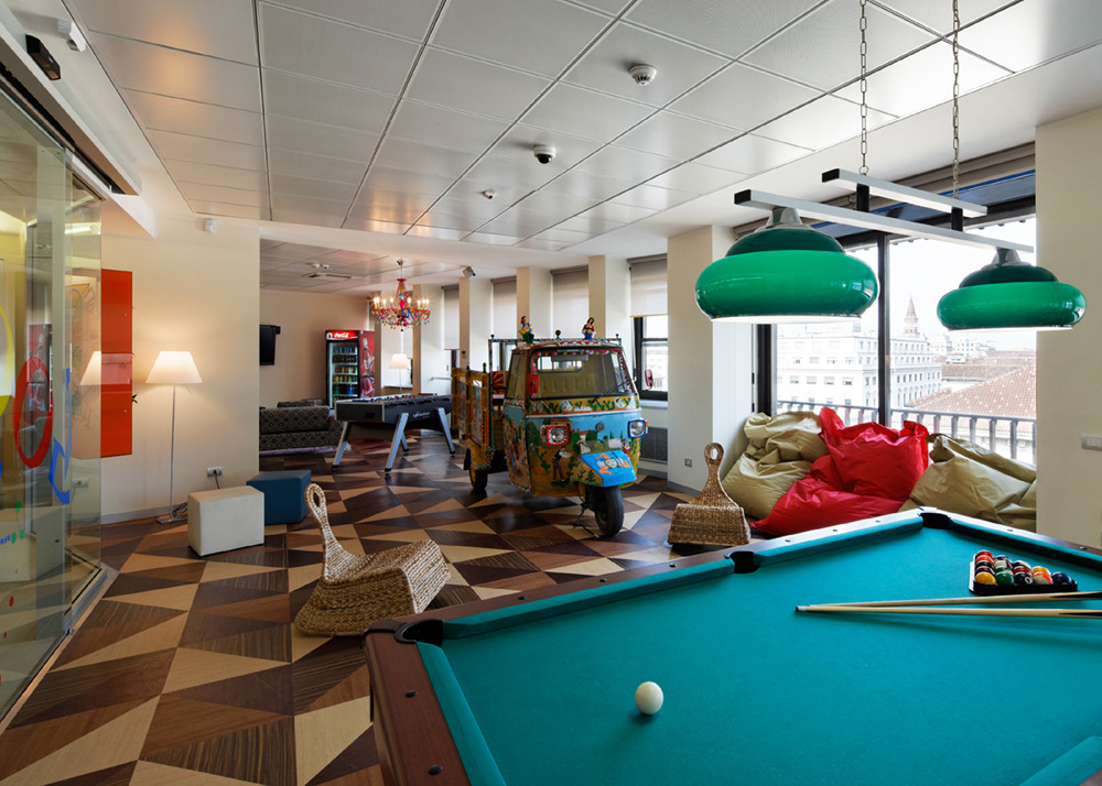 Google playing room, with foosball, snooker and mini tennis