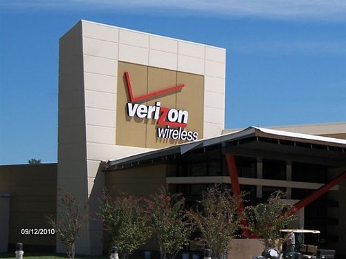 verizon-wireless-office Vodafone and Verizon close third largest deal ever