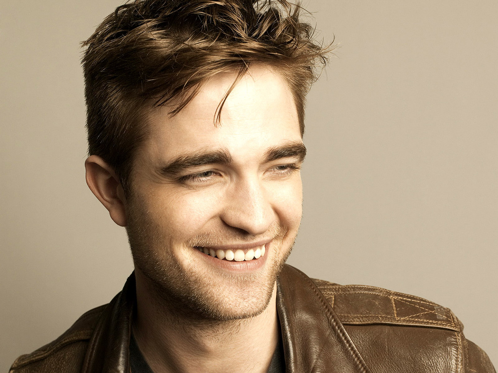 Robert Pattinson smile wallpaper