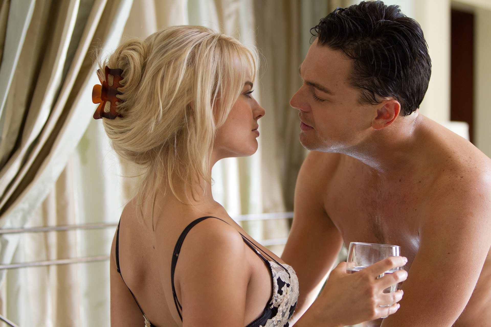 Margot Robbie and Leonardo di Caprio love scene, in Wolf of Wall Street