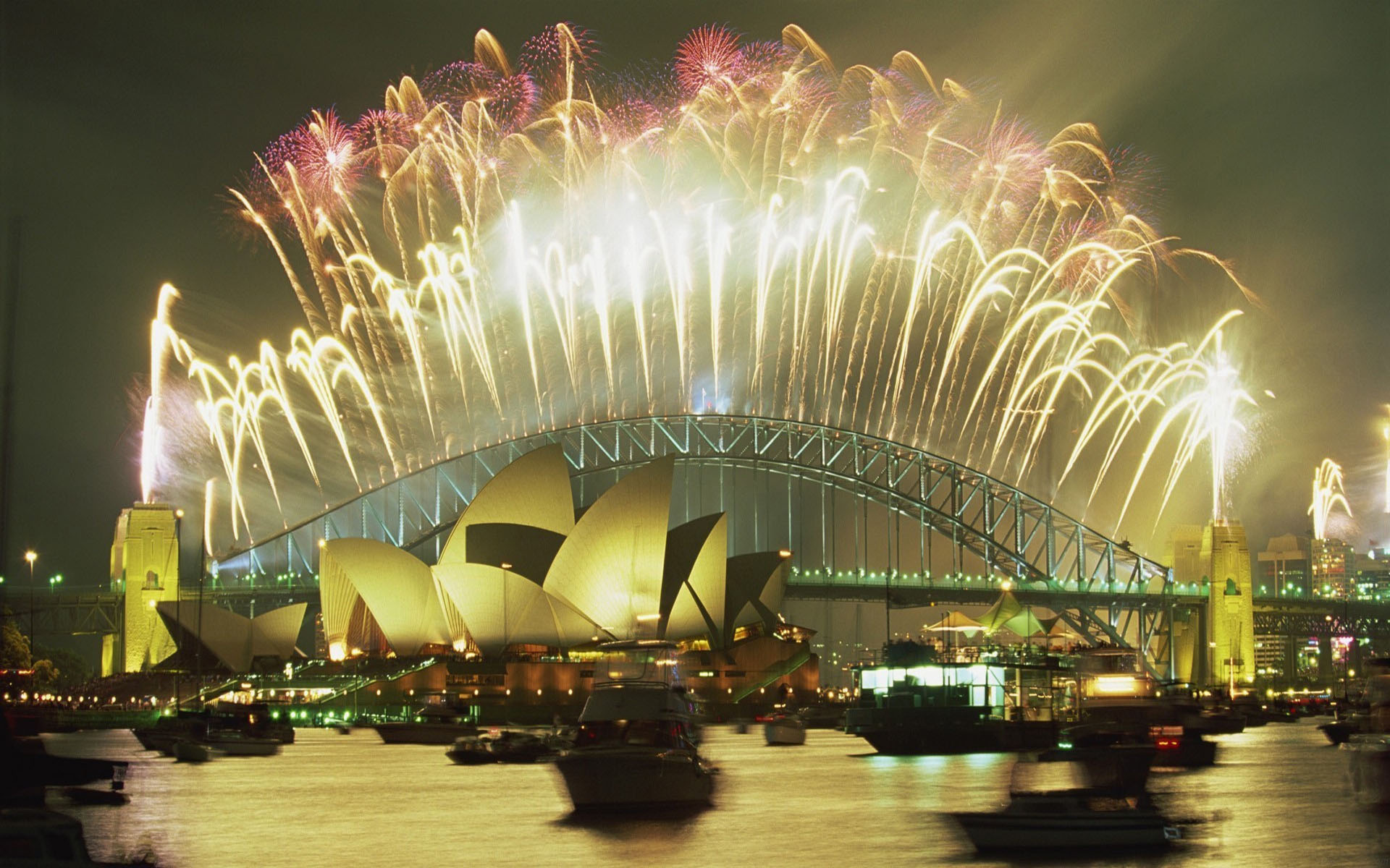 Sydney fireworks at the Harbourd Bridge in the New Year's Eve