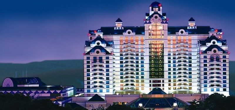 24/7 support with Foxwoods Resort Casino hotel reservations. When it comes to finding hotels near Foxwoods Resort Casino, an Orbitz specialist can help you find the right property for you. Chat live or call any time for help booking your hotels near Foxwoods Resort Casino.